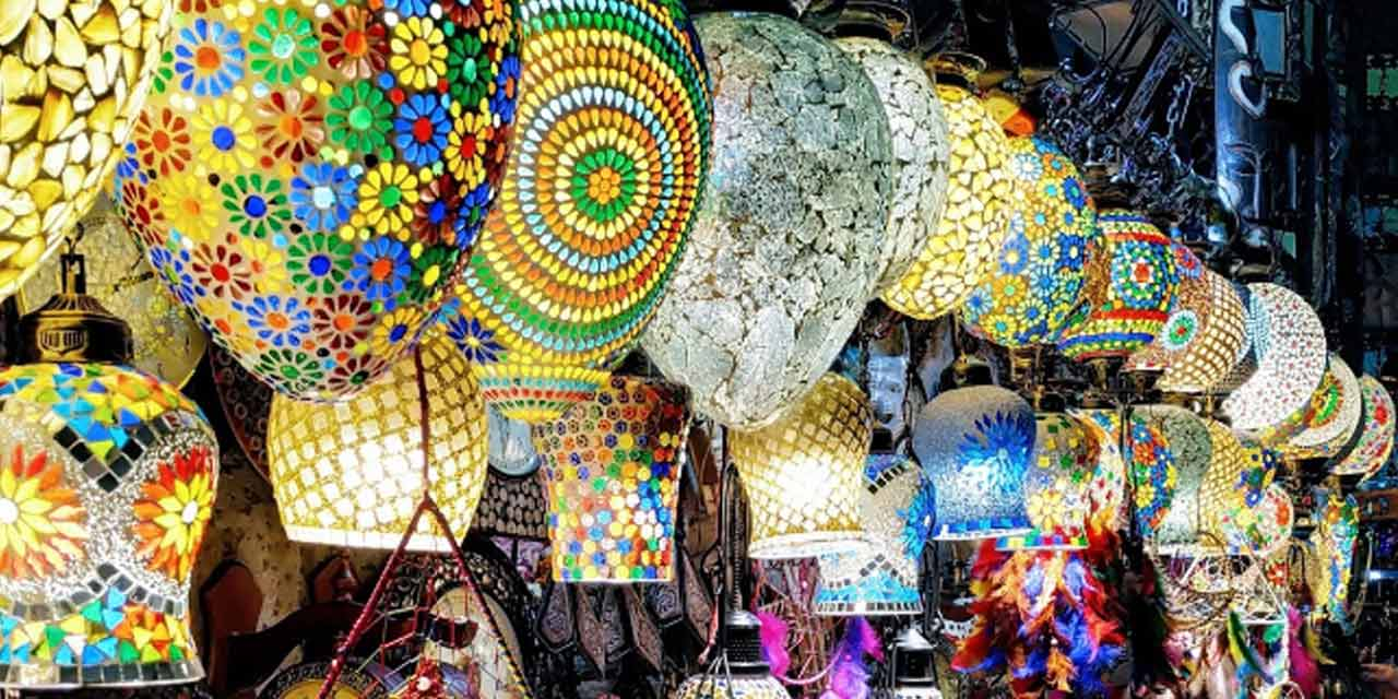 https://delhitourism.travel/images/places-to-visit/headers/sarojini-nagar-market-delhi-tourism-entry-fee-timings-holidays-reviews-headerjpg.jpg