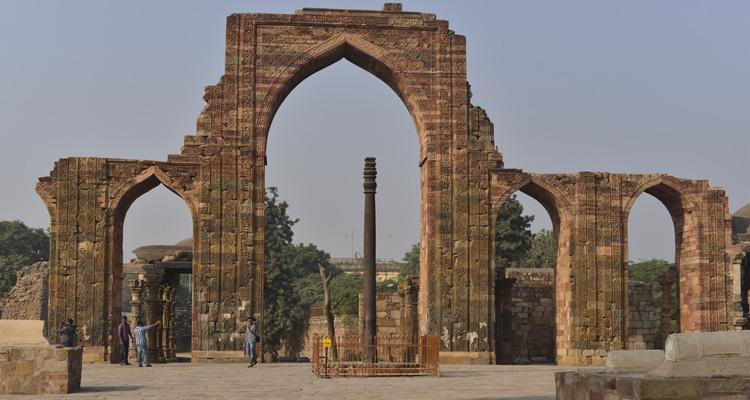 Iron Pillar Mehrauli, Delhi - History, Architecture, Built ...